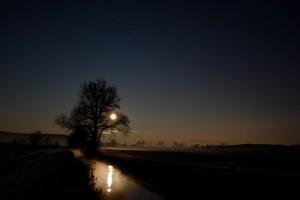 Mondaufgang am Bach