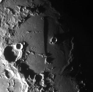 "Mond: Rupes Recta, die ""lange Wand"""